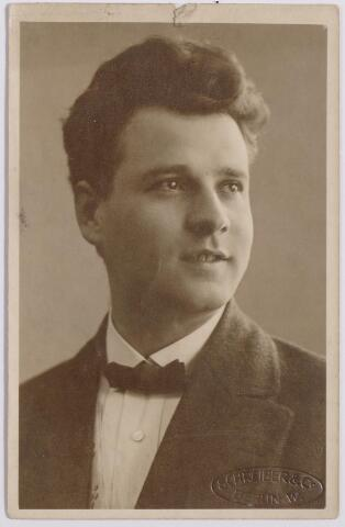 044622 - Operazanger Louis van der Sande, geboren te Tilburg op 15 april 1887.