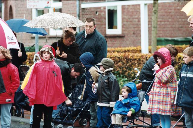 1237_010_770_009 - Sint Nicolaas 2000 in de regen