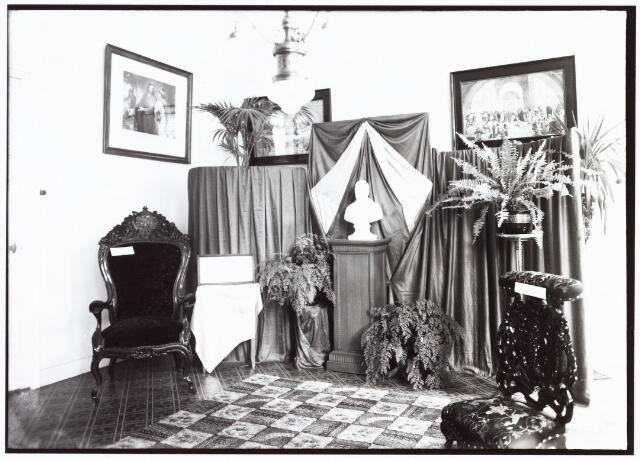 009352 - Kloosters. Zusters van Liefde aan de Oude Dijk te Tilburg. Tentoonstelling van voorwerpen aan het Moederhuis