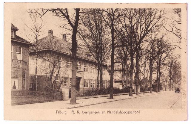 002660 - R. K. Leergangen en Handelshoogeschool aan de Bosscheweg, nu Tivolistraat. Geheel links het pand Bosscheweg 97, vanaf 1932 Bosscheweg 343. Hier woonde tot 1936 Leonardus A.J.J. Swagemakers, geboren te Tilburg op 16 mei 1878 en zijn vrouw Petronella M.C.A. Bol, geboren te Amsterdam op 30 juni 1879. Swagemakers was directeur van een steenfabriek. Op 31 januari 1936 verhuisde hij naar de Bosscheweg nr. 12. In dit pand werd het 'Economisch Technologisch Instituut' gehuisvest.