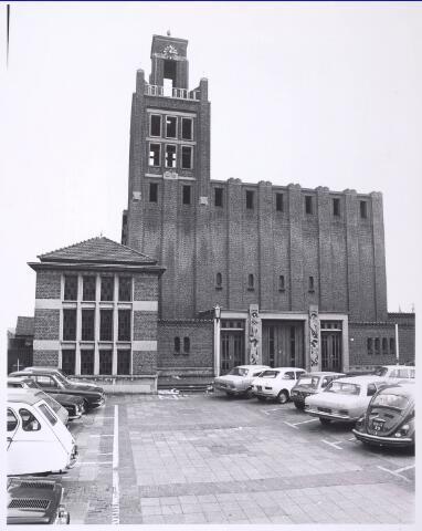 018546 - Kerk van O.L. Vrouw van Altijddurende Bijstand aan de Gasthuisring, naar een ontwerp van ir. J.C. van Buytenen. Van 1955 tot 1974 was het als kerk in gebruik. In 1983 werd het verbouwd tot een kantorencomplex