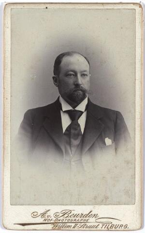 004628 - Andreas Joseph Casper (André) HOUBEN (Tilburg 16-3-1867 Ginneken 26-10-1915), van beroep kassier, zoon van Casper Houben en Antonetta Leonora Verbunt; trouwde op 27-1-1898 te Rotterdam met Maria Anna (Marianne) Lippmann.