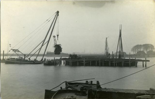 604830 - Aanleg van de brug bij Keizersveer
