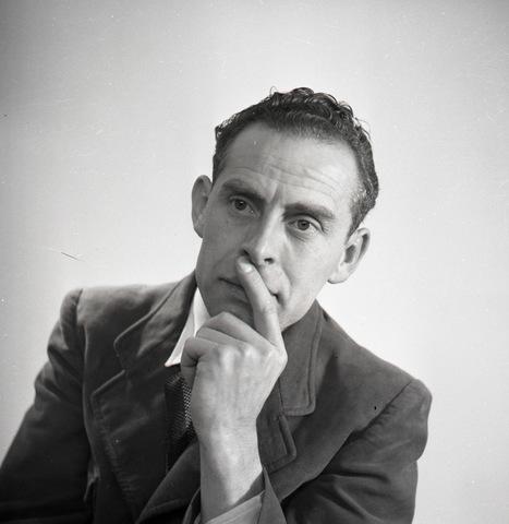 654764 - Portret van een man.