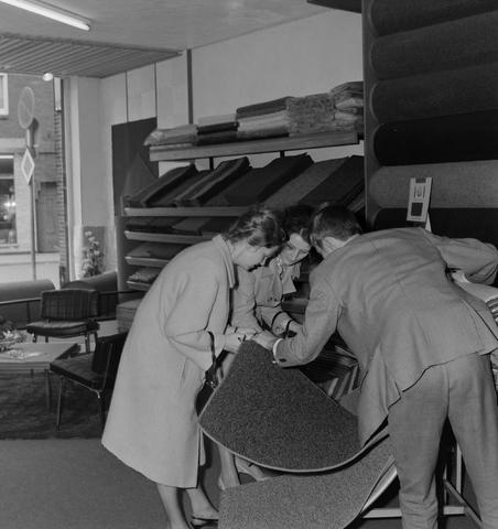 1237_013_011_004 - Tapijt.Vloerbedekking . Tapijthandel Koppelmans 1967