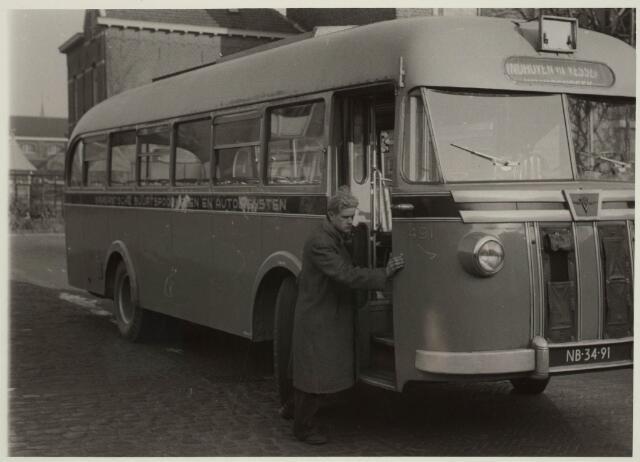 031683 - BBA bus met pech voor het station aan de Spoorlaan?
