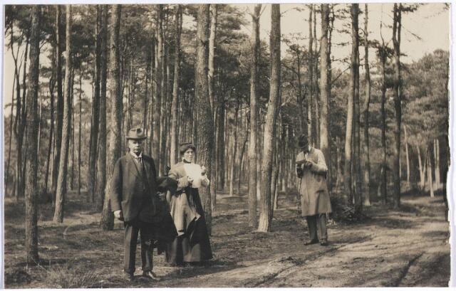 006702 - Familie Brouwers-van Waesberghe in een bos