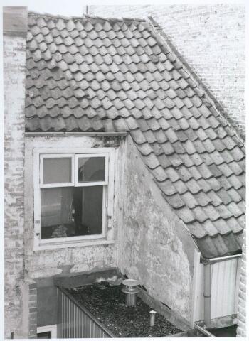 027745 - Achterbouw van Oude Markt 6, gezien vanaf no. 8. Detailopname
