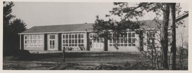 082528 - Rijen, Saksen, Weimarstraat de van Helsdingenschool. Bijzondere school voor lager onderwijs. Gebouwd in 1954. Speciaal voor kinderen van militairen.
