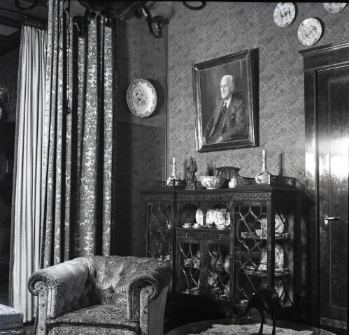 650559 - Schmidlin. Interieur in een van de kamers van de fabrikantenfamilie Brands, omstreeks 1950.