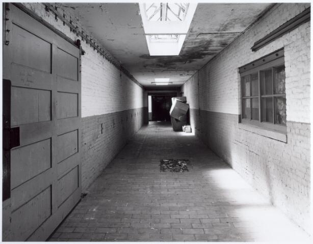 015152 - Interieur van een voormalige fabriek aan de Bisschop Zwijsenstraat