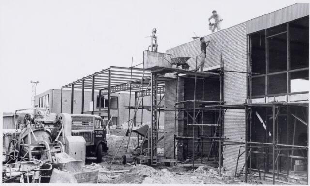 100545 - Industrie. In aanbouw zijnde 3 fabriekshallen van N.V. Maco