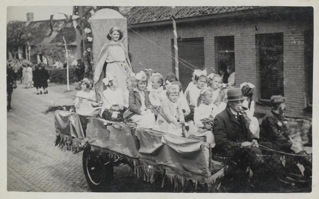 88871 - WOII; WO2; Bevrijdingsoptocht 1945 in Wagenberg