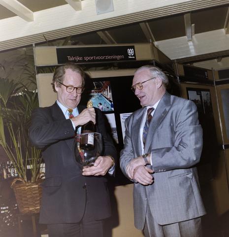 1237_012_960_001 - Politiek. Vakbond. Burgemeester Brokx bij de Unie BLHP (Unie van Beambten, Leidinggevend en Hoger Personeel) in januari 1992.