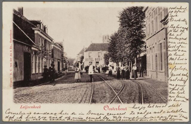 """102979 - Horeca. Leijsenhoek met links Hotel """"Koppelpaarden"""" en in het midden """"Hotel Neuf""""."""