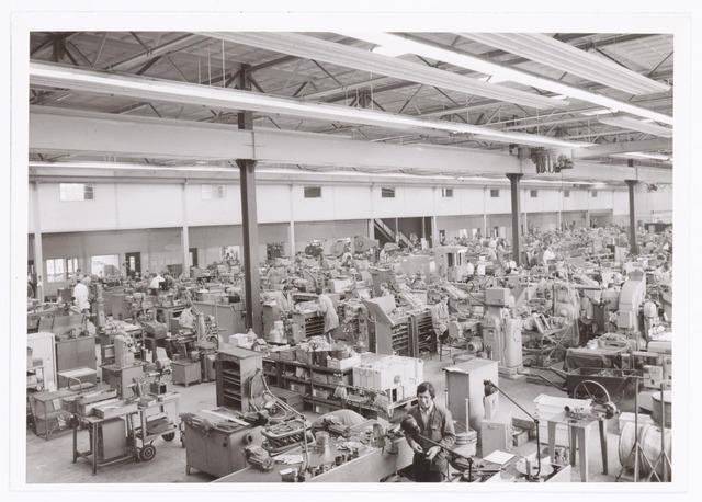 """039373 - Volt, Technische Afdeling, Gereedschapmakerij. De gereedschapmakerij op complex """"Noord"""" gevestigd in hal ND sinds 10 mei 1964."""