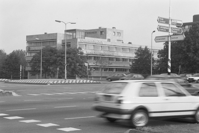 TLB023000005_003 - Bureau van Spaendonck waarin destijds gevestigd het Ondernemershuis, vele Secretariaten en de Kamer van Koophandel en Fabrieken voor Midden-Brabant