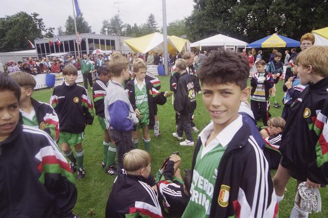 TLB023000747_003 - Deelnemers en publiek bij het internationaal jeugdtournooi van Willem II.