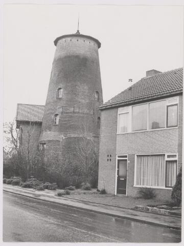 082435 - Gilze, hoek Molenstraat / Geren
