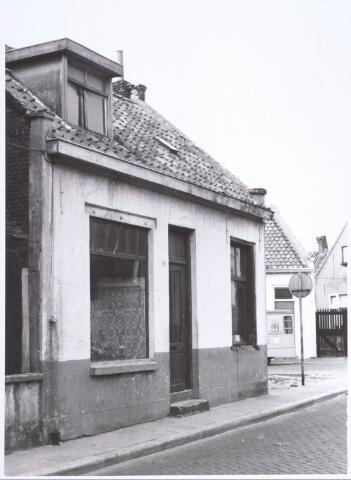 017118 - Slooppand Capucijnenstraat 125, op de hoek met de Meelstraat, halverwege 1965