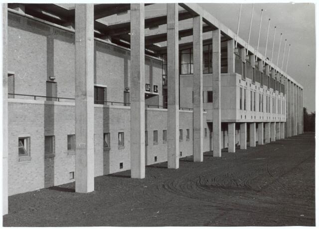 019739 - Achterzijde van de hoofdtribune van het gemeentelijk sportpark aan de Goirleseweg