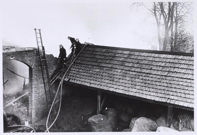 022682 - Brand bij kunstwolfabriek Berghegge in de Hoogvensestraat op 16 april 1927