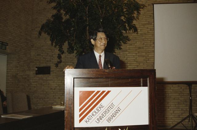 TLB023000286_001 - Foto gemaakt ter gelegenheid van de Japan Expo. De heer N. Takei als afgevaardigde van Yokogawa Europe BV tijdens een symposium op de Katholieke Universiteit Brabant.