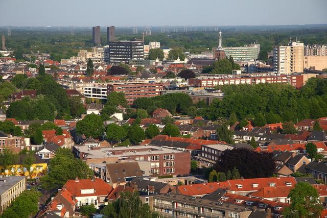 656610 - Straatbeeld Tilburg 2011. Uitzicht vanuit Westpoint op de toren van de Heikese kerk en de Cenakel woontorens.