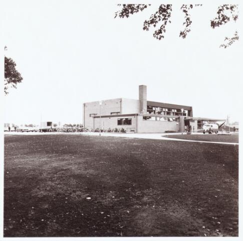 063234 - Op 2 september 1967 werd het cultureel centrum de Schalm aan de Eikenbosch 1 geopend. Verenigingen geven demostraties