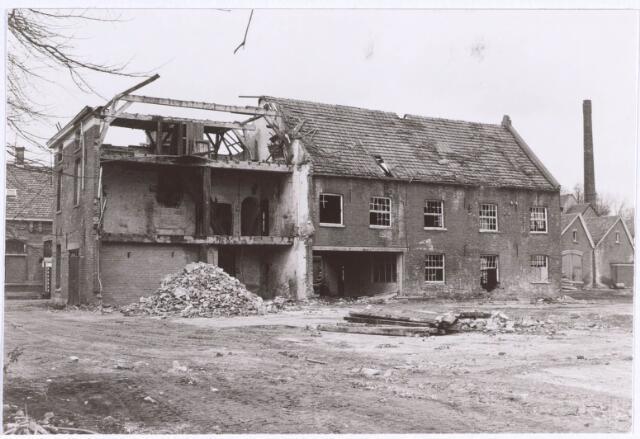 022194 - Textiel. Sloop van wolspinnerij Pieter van Dooren aan de Hilvarenbeekseweg in 1975