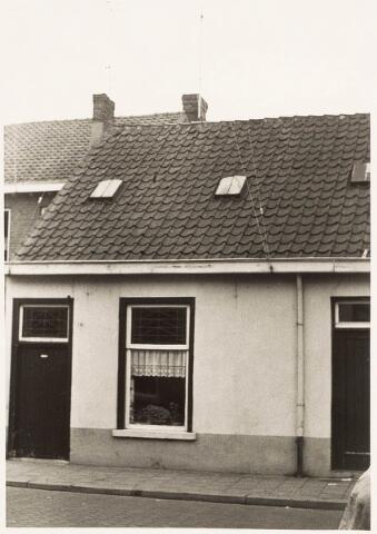 032907 - Voorgevel van het pand aan de Stevenzandsestraat 116, bewoond door familie Snelders (Kees en Miet)