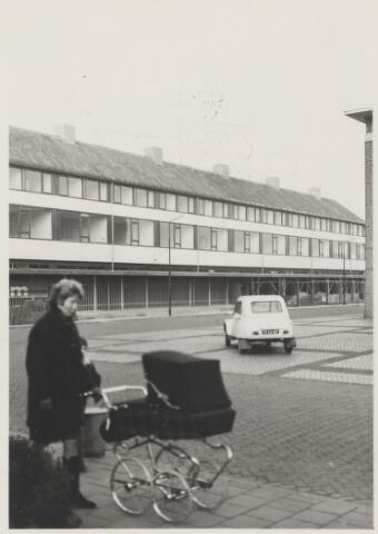 081571 - Winkelgallerij aan het Raadhuisplein in aanbouw.