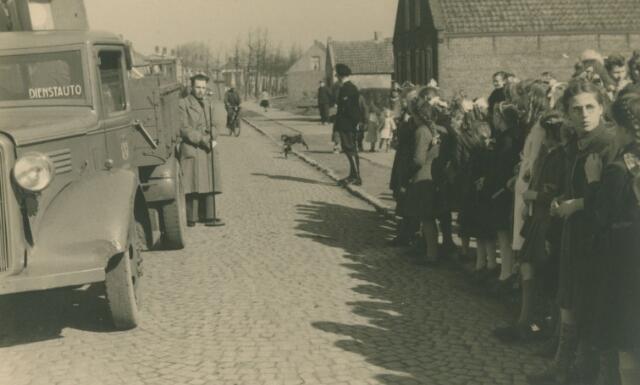 066184 - Boomplantdag in Kaatsheuvel.