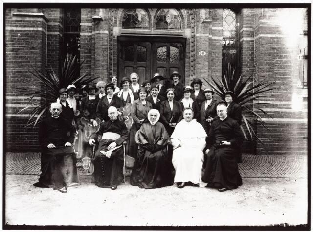 009341 - Kloosters. Zusters van Onze Lieve Vrouw van het Cenakel. 25 jaar Cenakel