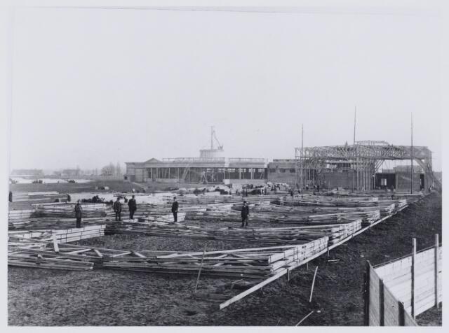 103813 - Internationale tentoonstelling voor handel  nijverheid en kunst. In 1913 tussen 18 juni en 18 augustus gehouden op het terrein aan de Bosscheweg waar later het oude St. Elisabeth ziekenhuis is gebouwd.