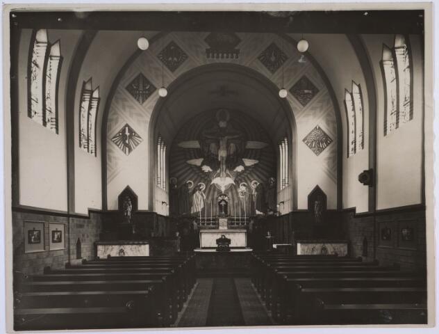 022957 - Elisabethziekenhuis. Kapel van het St. Elisabethziekenhuis aan de Jan van Beverwijckstraat in 1931. Tegenwoordig is er het Klassetheater (voorheen Theater Zaal 16)  in gehuisvest
