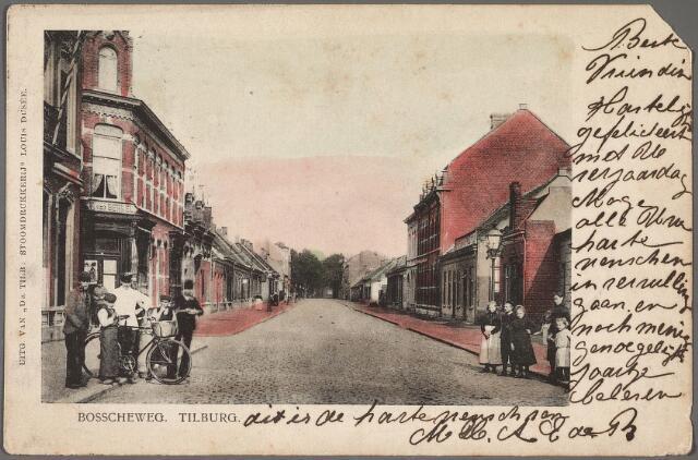 010484 - Bosscheweg in noord-oostelijke richting, nu Tivolistraat. Links achter het groepje jongens de ingang van de Veemarktstraat.