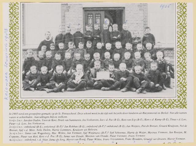 079597 - In 1905 wserd een groepsfoto gemaakt op de St Petrusschool waarop ook kinderen uit  Biezenmortel en Berkel zaten. vlnr 1e rij: Jan den Ouden, Toon de Kort, Driek van Summeren, Jos Verhoeven, Jan vd Pas, Kees van Erp, Kees vd Kamp, Tinus vd Loo, Pieter vd Loo, Jos Verhoeven. 2e rij: nn, nn, Jan Robben, nn, nn, Jan Weijters, Piet de Bresser, Graard Kruijssen, Nol de Bresser, Sjef vd Meer, Nelis Dielen, Harrie Lommers, Kruijssen uit Helvoirt. 3e rij: Janus van Wagenberg, Mar. Witlox, Jan Vermeer, Sjef Weijtmans, Sjef Schoonus, Harrie de Weijer, Marinus Vermeer, Jan Roozen, M. Coppens, Pieter van Riel, Kees vd Pas, Janus van Ostade, Marinus van Ostade, Pieter Vermeer, Frans Vermeer. 4e rij: nn, nn, vd Aker, Janus de Jong, Harrie van Rooij, Pieter Witlox,  Frans Vercammen, Frans Broeders, Graard van Drunen, Harrie Vermeer,nn,nn,