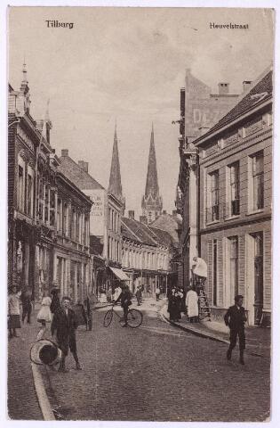 001074 - Heuvelstraat tussen Heuvel en Willem II-straat. Links kunsthandel Van Erp-Broekhans, daarnaast Broeders Schoenen, in het volgende pand zat vanaf 1936 herenmode Van Hout-Ververgaard en vervolgens lunchroom Verschuuren-Van Liempt.