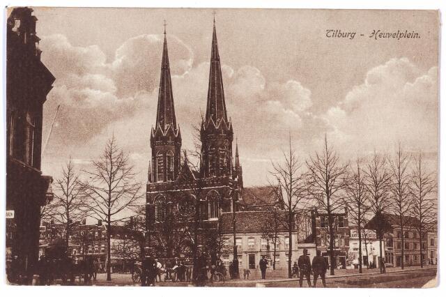 000919 - De Heuvel met aan de oostzijde de kerk van St. Jozef en rechts daarvan de pastorie.