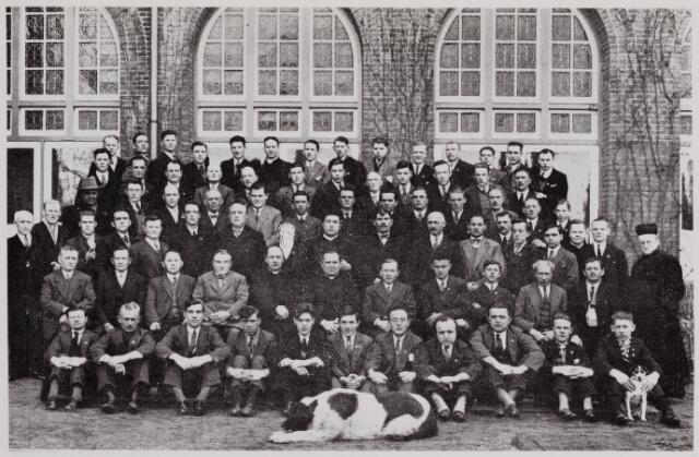 041065 - Vakbeweging. Het werk van de commissie tot ontwikkeling en ontspanning van de R.K. georganiseerden uit de R.K. Werkliedenvereniging te Tilburg. De eerste welgeslaagde gesloten retraite gehouden van 14 - 17 februari 1933 in Huize Loyola te Vught.
