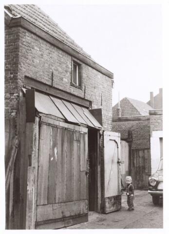 017220 - Schuurtje van een pand aan de Capucijnenstraat eind 1970