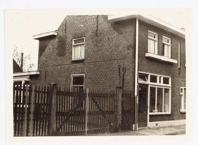 028124 - Woning aan de Veldstraat 55, thans Pastoor van Beurdenstraat