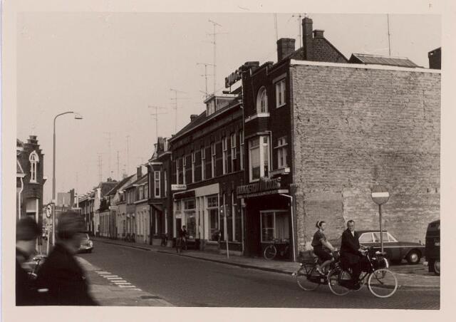 018230 - Emmastraat in de richting van het Piusplein eind 1967
