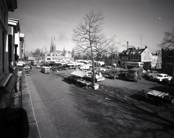 650619 - Schmidlin. De wekelijkse markt op het Piusplein, omstreeks 1955-1960.