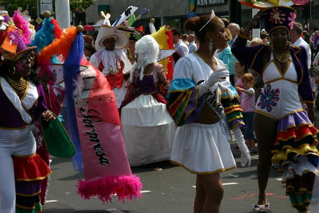 657389 - De T-parade. Een kleurrijke multiculturele optocht door het centrum van Tilburg. De vele culturen van Tilburg worden getoond.