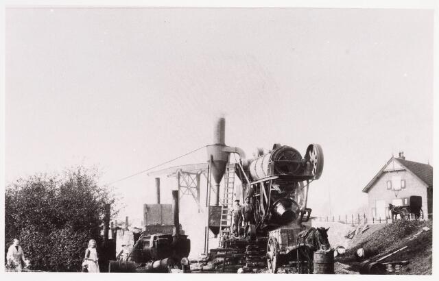 034672 - Miller machine gebruikt bij de uitgraving van het Wilhelminakanaal.