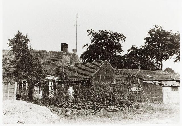 032943 - Achterzijde van het woonhuis aan de Stokhasseltlaan 19 eigendom van de weduwe Klomp.