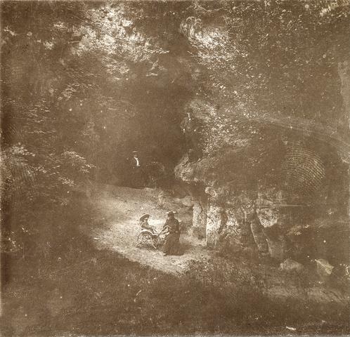 653534L - Natuurfoto met personen op de voorgrond, omgeving Valkenburg. (Origineel is een stereofoto.)