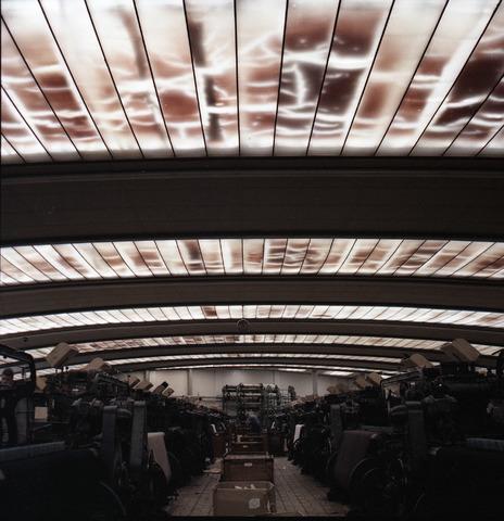 654978 - Interieur. Bedrijven. Wollenstoffenfabriek Thomas de Beer aan het Wilhelminapark 1-2. De spinnerij bleef tot 1989 actief. Daarna werd het omgebouwd tot museum De Pont dat in 1992 zijn deuren opende.
